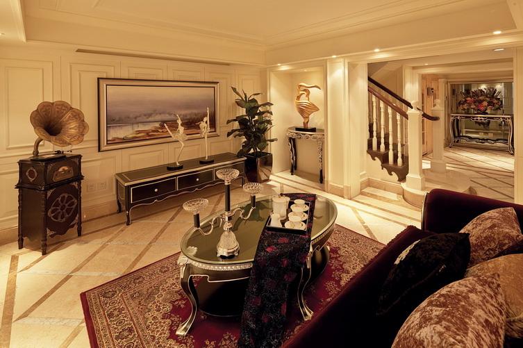 立面设计承袭传统石库门建筑的红砖墙面,红瓦或灰瓦坡屋面,浅色石材
