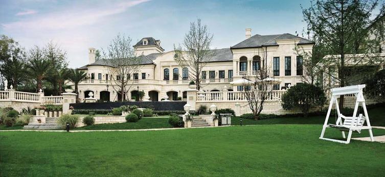 j地块别墅区,以闲逸居所为设计理念,通过阳光草地的小庭院,阵阵芳香