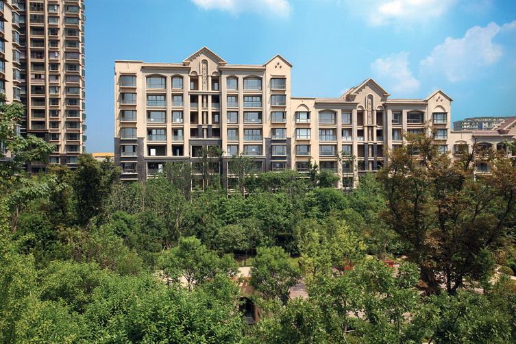 景觀設計 項目規劃有12 000平方米中庭景觀庭院及別墅區景觀,與綠薈園