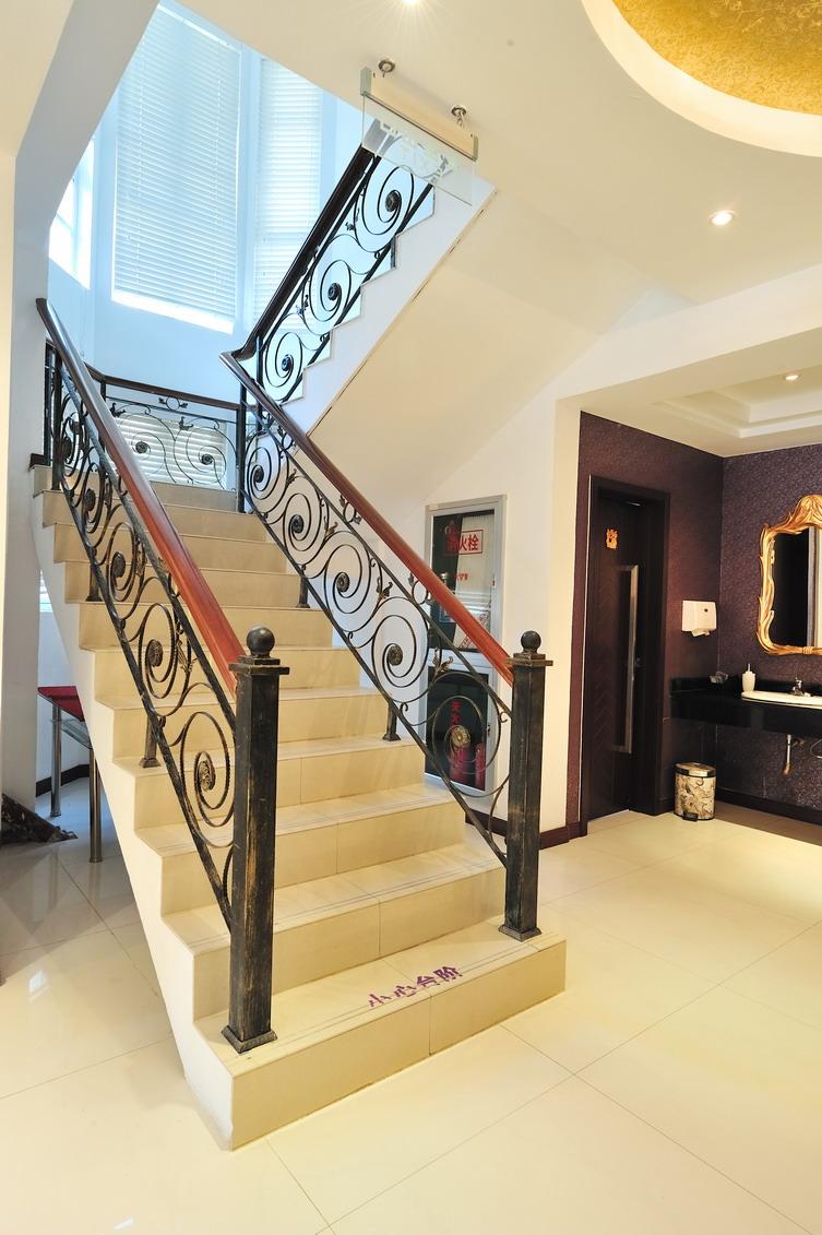 楼梯风景相框画