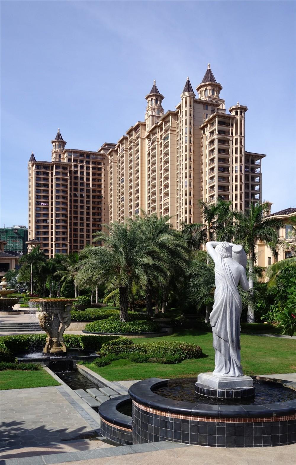 碧桂园·珊瑚宫殿一期位于海南陵水清水湾赤岭风景区内,依山面海,藏