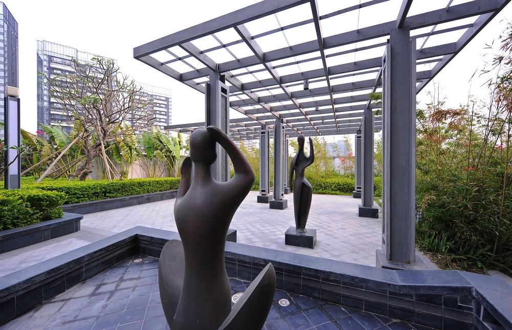 设计汲取了中式古典园林的造园精髓,通过现代的造型手法和材料重新