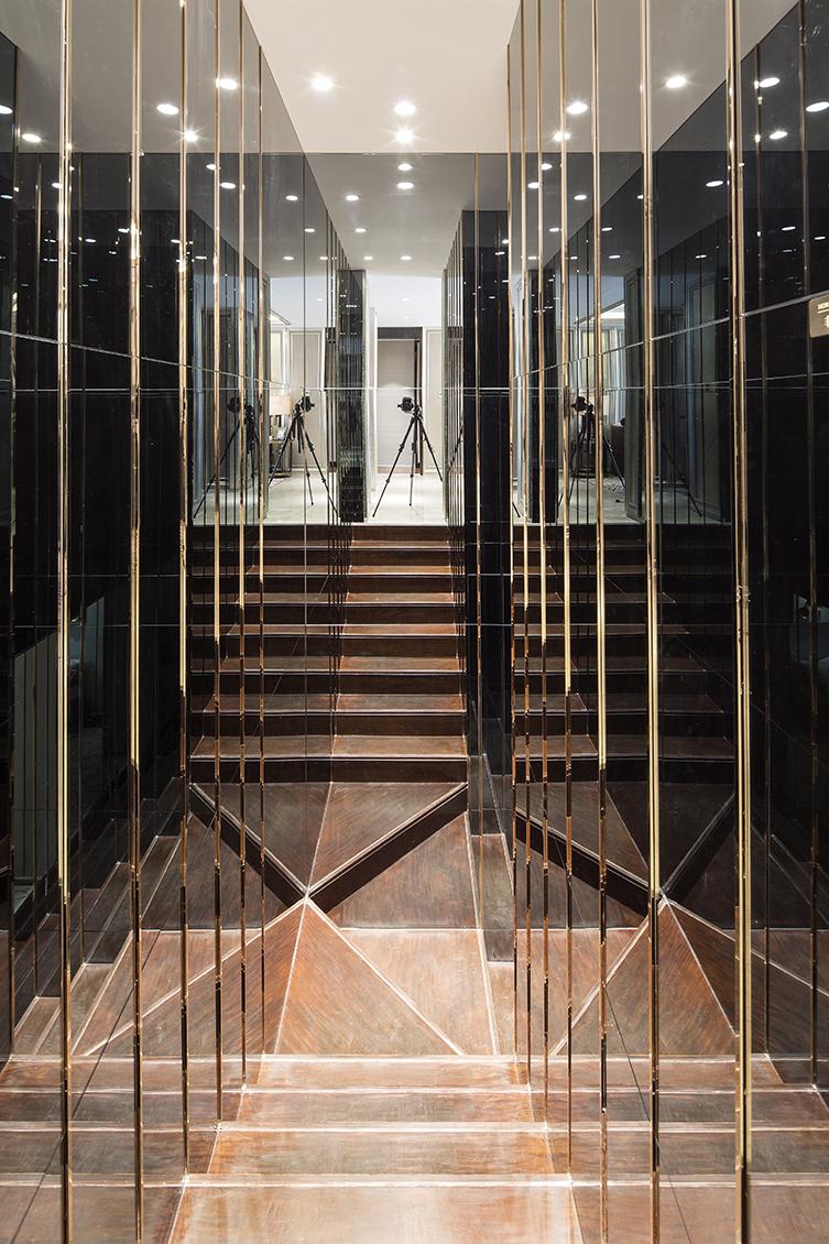 16通地下室楼梯间.jpg