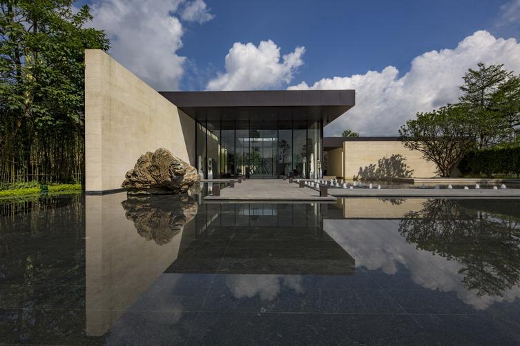 石,水等景观元素,营造极具现代感,寄情于山水的禅意空间.