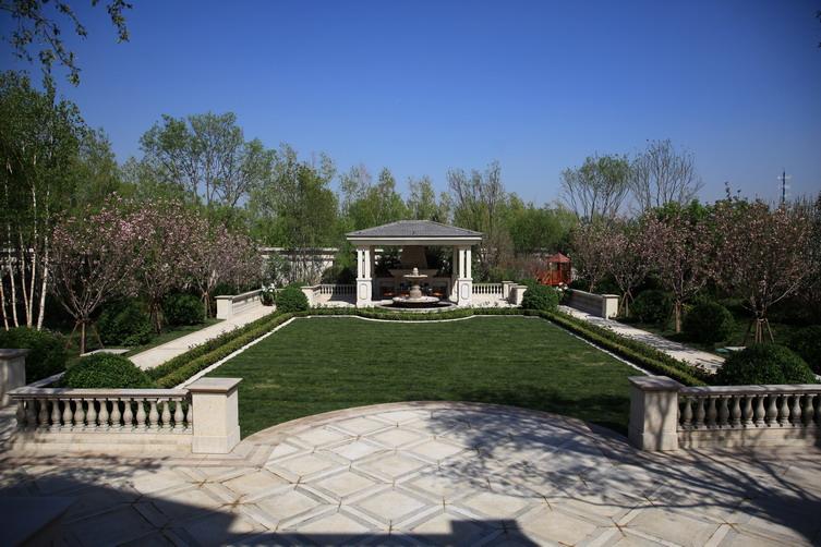 金科王府,汲取勒诺特式宫廷庭园之精髓,将传统中式皇家园林与路易图片