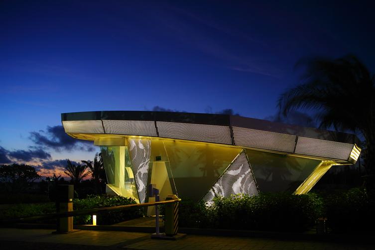 龙栖湾波波利海岸项目总体规划分为滨海酒店区、滨海别墅度假区、高尔夫球场、填海海上酒店、住宅综合区等五大功能分区,2.5公里海岸线,滨海别墅区拥有最为稀缺的资源,几乎每一栋别墅都有自己的一片海滩一片海,构建活力的多元亲水度假社区。