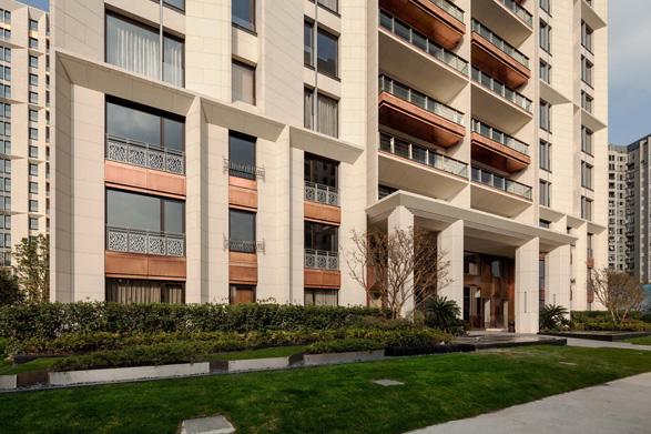 75 绿化率:35% 项目的建筑设计努力营造具有古典意味的现代海派建筑