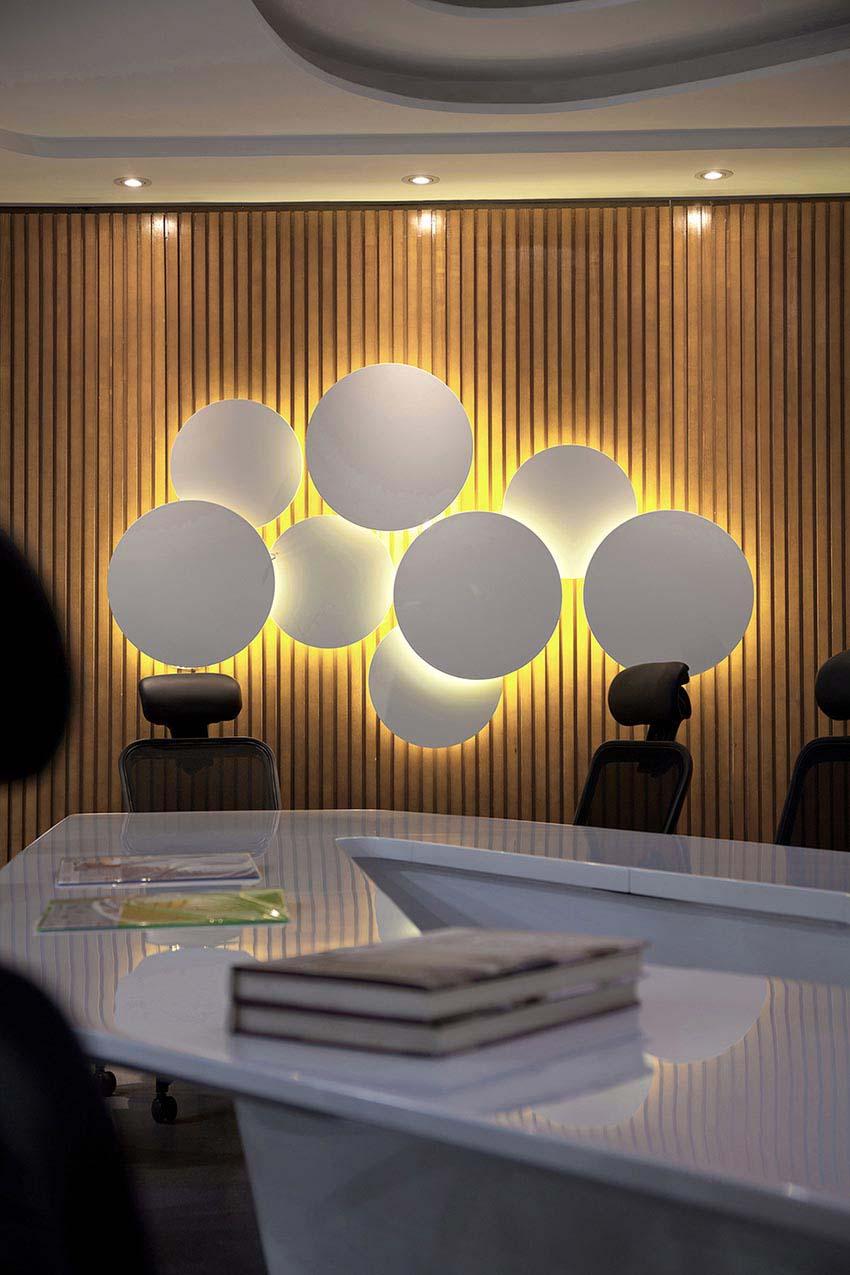 7昆明海伦先生办公空间设计-大会议室2.jpg