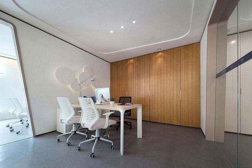 12昆明海伦先生办公空间设计-经理办公室.jpg