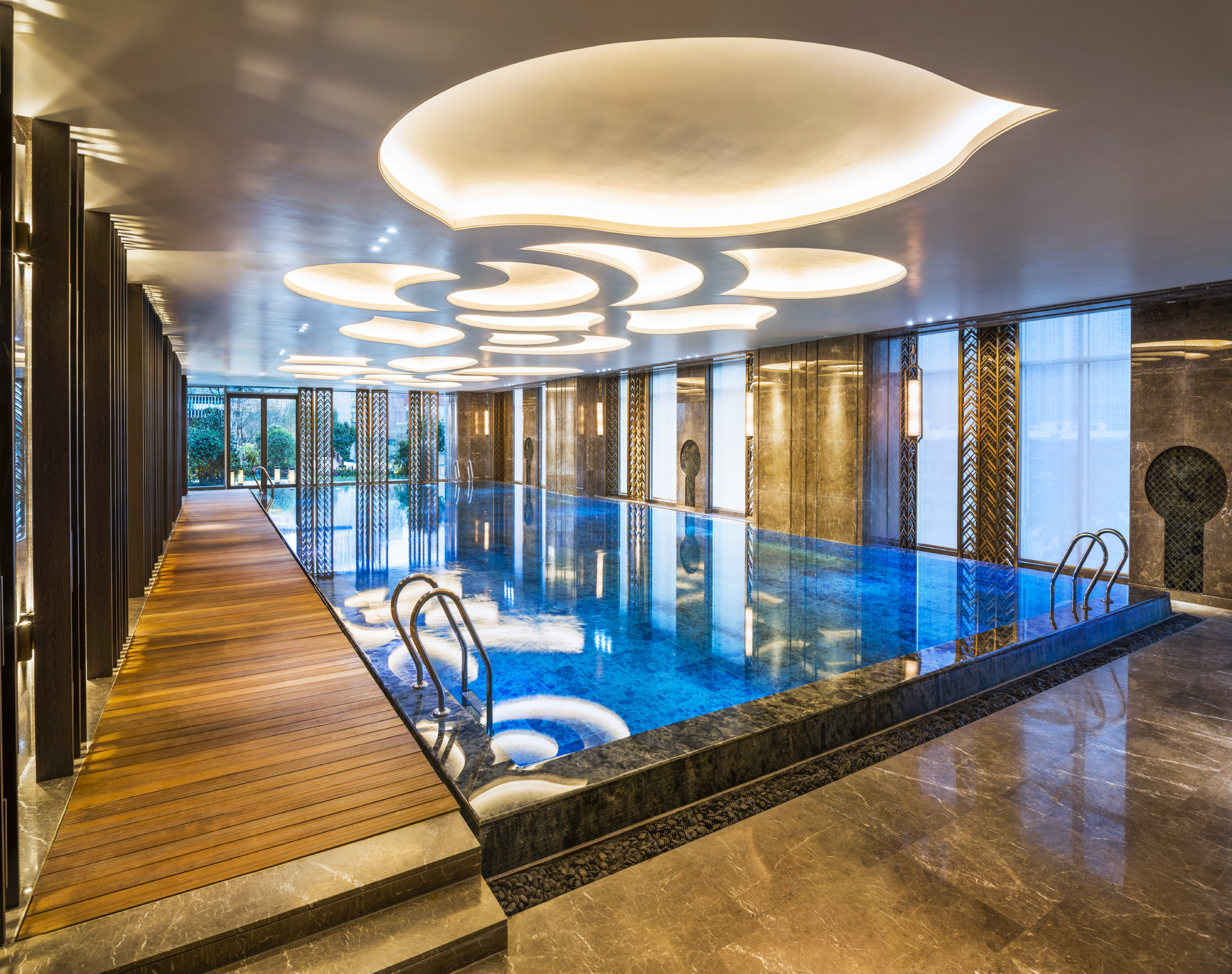 室内泳池 Swimming Pool-more bright.JPG