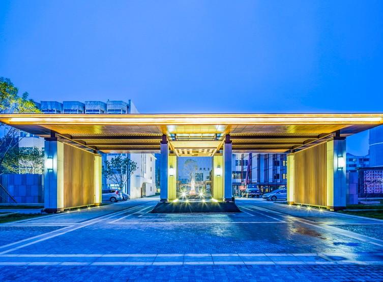 聊城东阿阿胶生物科技园(酒店) 现代 新中式 酒店  廊架 入口 水景 镜面水 耐候钢板 夜景 灯光 景观设计(SED新西林景观国际,受邀加入ASLA协会,拥有风景园林工程设计专项甲级,业务范围:住宅及社区设计 酒店及度假设计、养老地产及产业园区设计、商业地产设计、城市及空间设计、城市规划设计).JPG