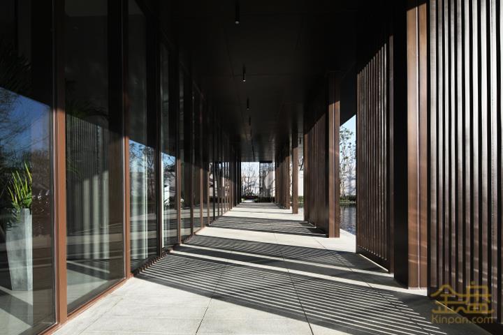 08-Z-连廊对应玻璃.jpg