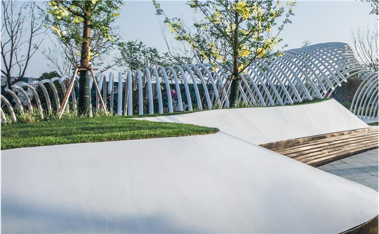 钢板饰白色氟碳漆