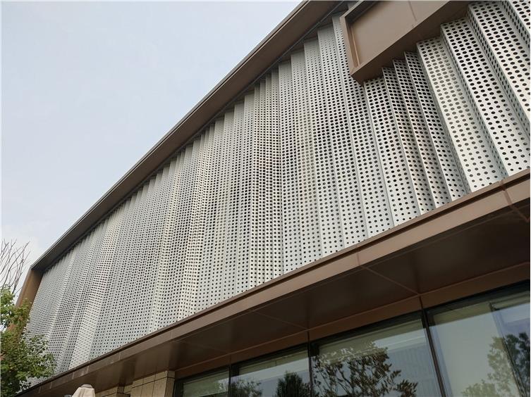 穿孔铝单板(双面氟碳喷涂,渐变异型孔,超长W异型板)