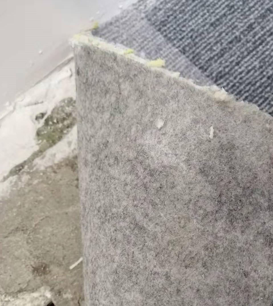 灰色方块地毯